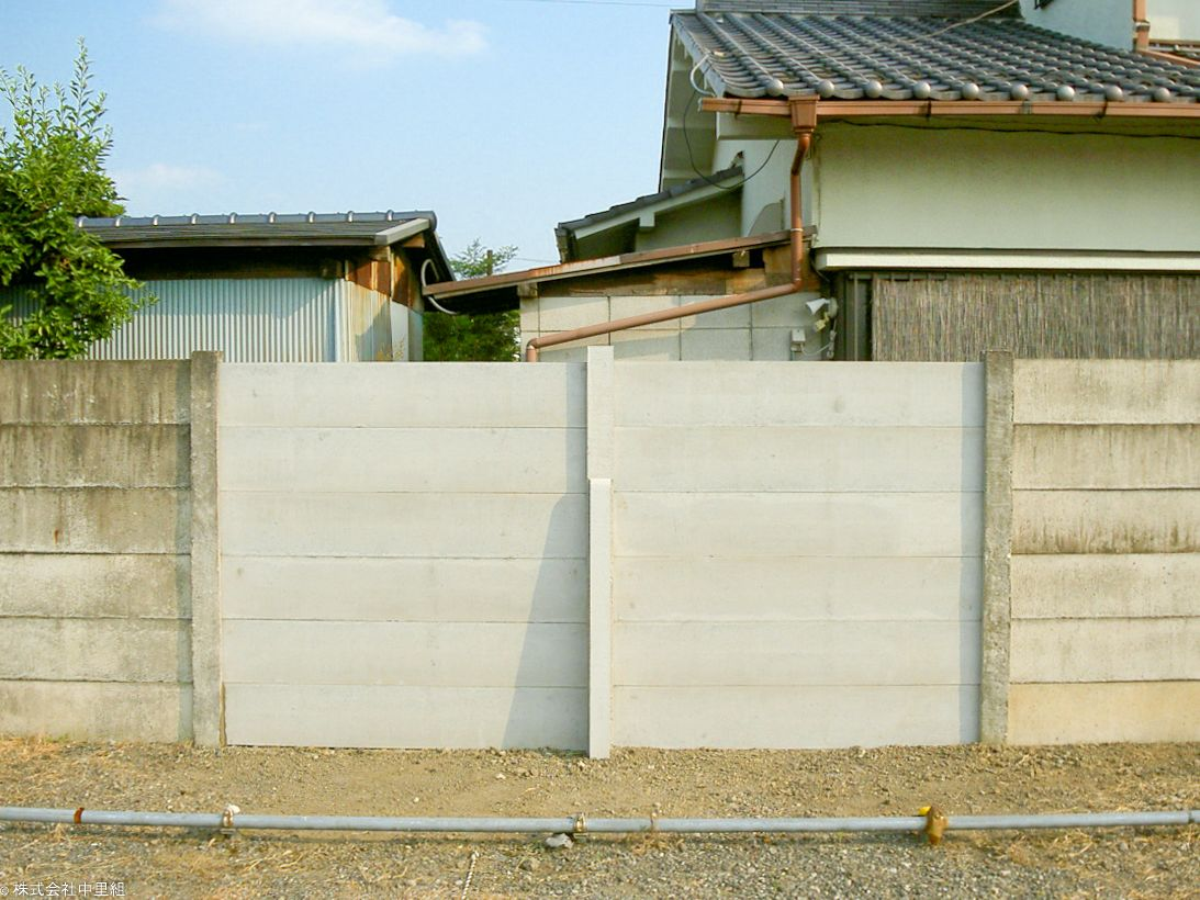 万年塀復旧工事の写真