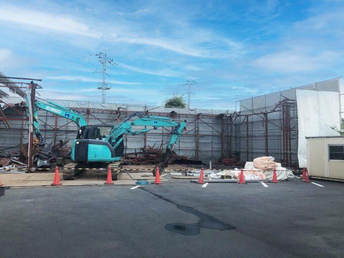 倉庫の解体工事が進行中ですのイメージ